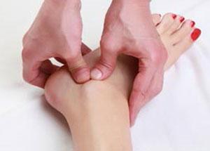 ماساژ درمانی برای درمان پیچ خوردگی مچ پا