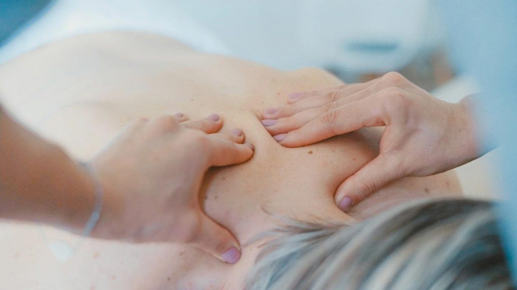 فیزیوتراپی درمان دستی برای درد حاد کمر